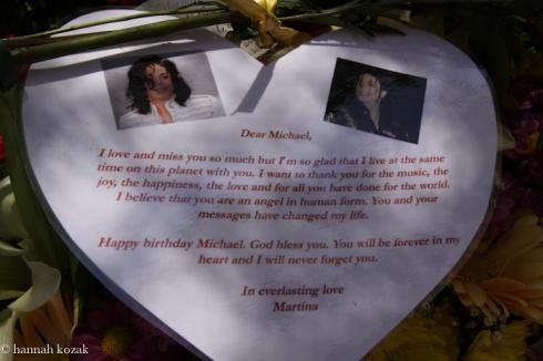 Como foi niver de 53 anos de Michael em Forest Lawn  Img_1011