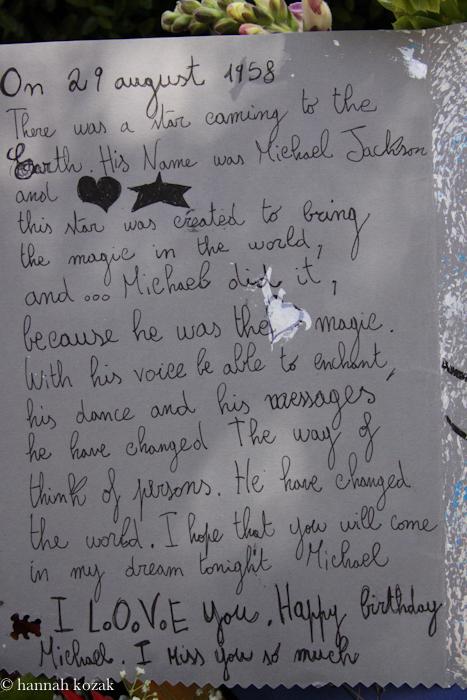 Como foi niver de 53 anos de Michael em Forest Lawn  Img_10351