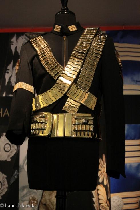 michael jackson�s costumes at julien�s auctions