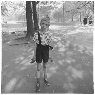 Child-with-a-toy-grenade-in-Central-Park-NYC-1962-C-The-Estate-of-Diane-Arbus-582x584